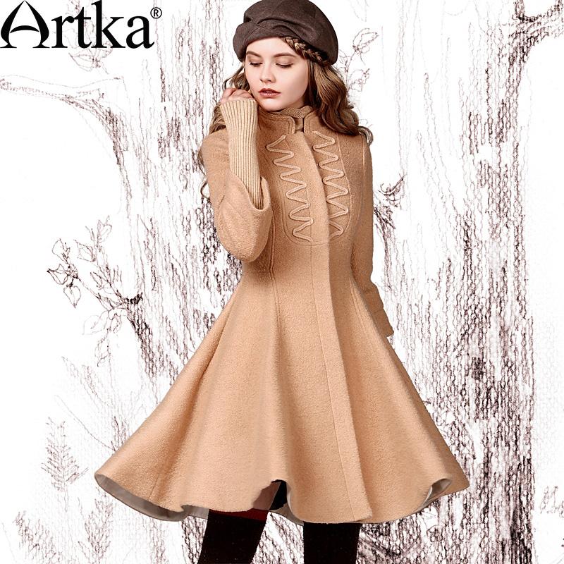 Светлое пальто в стиле ретро с расклешенным низом и китайским воротником