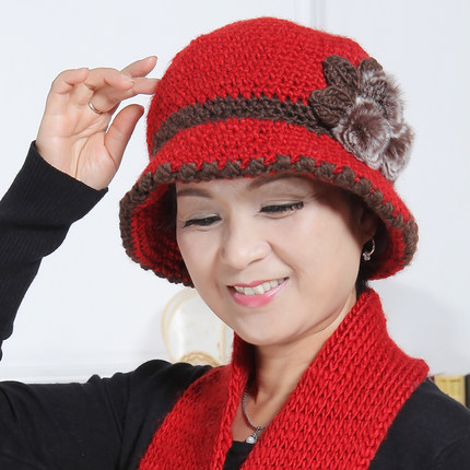 Elderly woman in autumn and winter hat knitted hat wool cap in older women  fall and c5e1feab2a6
